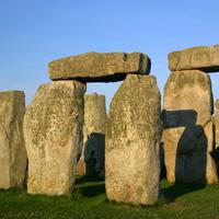 Ein Ausschnitt der Stonehenge-Felsen ist zu sehen.